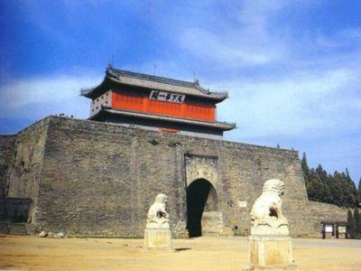 河北秦皇岛北的山海关东临渤海,是明代除辽东以外的长城东端起点